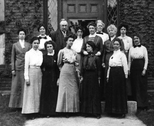 "The Little-Known Female Scientists Who Mapped 400,000 Stars Over a Century Ago: An Introduction to the ""Harvard Computers"""