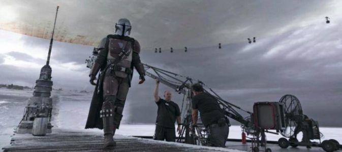 "'The Mandalorian' Set Photos Reveal Seamless ""Stagecraft"" Technology at Work"