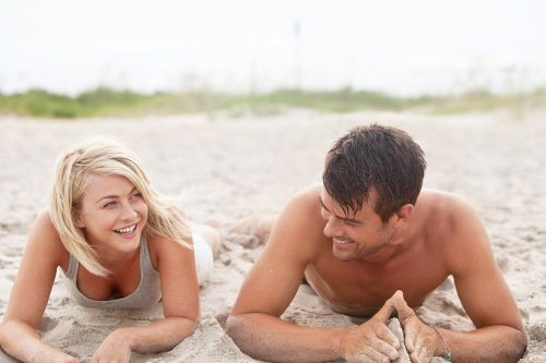 Stream It Or Skip It: 'Safe Haven' On Netflix, The Nicholas Sparks Romance Where A Woman On The Run Teaches A Widower To Love Again