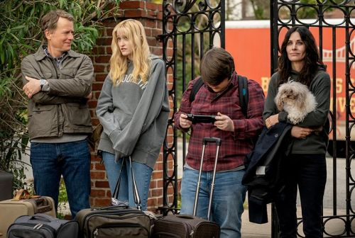 STARZ Orders Courteney Cox-Led Horror Comedy Shining Vale to Series
