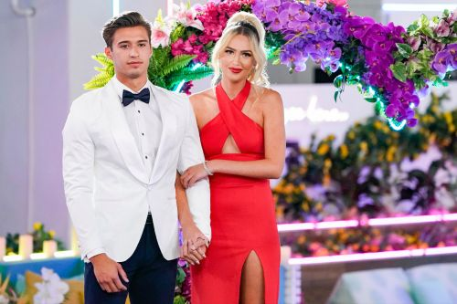 'Love Island': Carrington and Laurel Look Back on Their Love Story in This Exclusive Season Finale Clip