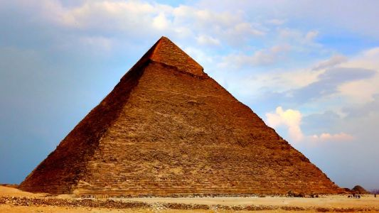 Who Built the Egyptian Pyramids & How Did They Do It?: New Archeological Evidence Busts Ancient Myths