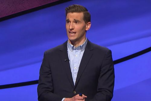 """'Jeopardy' Contestant Roasted for Wildly Incorrect """"Calzone"""" Answer"""